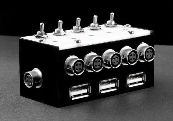 Hiroseverteiler mit 3x USB